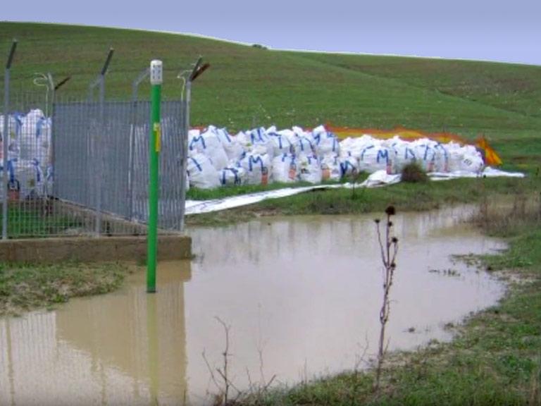 Big bags con RCA fuori dallostabilimento ex Materit di Ferrandina Scalo (MT)