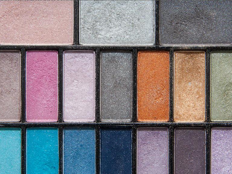 ombretti in diverse tonalità di colore